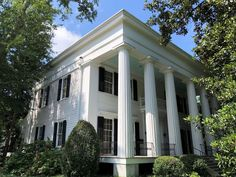 Cobb-Bucknell-Leathers House, built in 1849 was home to Howell Cobb during his time as Governor of Georgia, Speaker of the US House of Representatives, etc Gothic Revival Architecture, Southern Architecture, Old Victorian Homes, Victorian Houses, Old Southern Homes, Colonial House Exteriors, Plantation Style Homes, Greek Revival Home, Georgia Homes