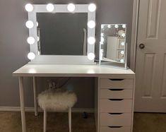 Design ideas for best vanity desk with mirror and lights Vanity Mirror with lights Mirrored Vanity Desk, Hollywood Vanity Mirror, Vanity Room, Vanity Decor, Ikea Makeup Vanity, Black Vanity Desk, Ikea Hack Vanity, Teen Vanity, Small Vanity Mirror