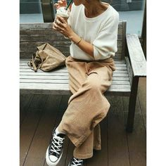 "terryesbec hunter from trends på Instagram: ""#simplicity #outfit #gorgeous #cool #combination #colors #white #sweater &  #corduroypants #camel #black #converse #leather #bag #coffee…"""