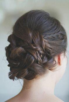 Idée coiffure jolie le chignon tressé original