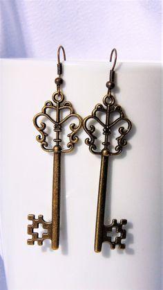 Dangle Earrings – Vintage dangle key  earrings – a unique product by CreationsbyEVA on DaWanda