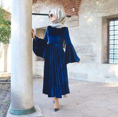 Süreyyaistif Elbise Kadife Abaya Fashion, Muslim Fashion, Denim Fashion, Modest Fashion, Fall Fashion, Hijab Outfit, Hijab Mode Inspiration, Abaya Mode, Hijab Stile
