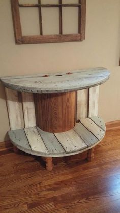 Super old wood table ideas cable spools ideas Diy Cable Spool Table, Wooden Spool Tables, Wooden Cable Spools, Wood Spool, Cable Spool Ideas, Old Wood Table, Wooden Spool Projects, Wood Projects, Diy Pallet Furniture