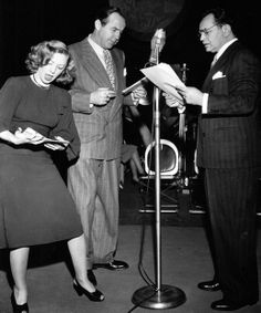 Performing Blind Alley on radio - Isabel Jewell, Broderick Crawford and Edward G. Golden Age Of Hollywood, Vintage Hollywood, Hollywood Stars, Classic Hollywood, Radios, General Electric, Broderick Crawford, Nostalgia, Old Time Radio