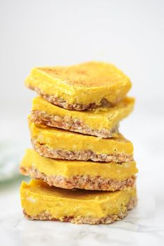 These anti-inflammatory turmeric bars are a delicious treat that requires zero baking. They're paleo, gluten free, and AIP. Healthy Desserts, Dessert Recipes, Paleo Treats, Anti Inflammatory Recipes, Sans Gluten, Turmeric, Bento, Food Processor Recipes, Clean Eating