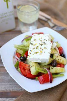28 Recetas de Ensalada Griega: La dieta del Ultramaratonista Scott Jurek Salad Dressing Recipes, Feta, Dairy, Scott Jurek, Cheese, Healthy, Queso, Blog, Ideas