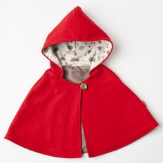 Little red-riding hood cape; my little girl will be Little Red Riding Hood! Sewing For Kids, Baby Sewing, Fashion Kids, Little Red, Little Girls, Couture Bb, Kid Styles, Red Riding Hood, Kind Mode