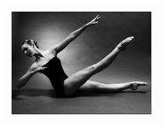 Pilates for a dancer's body Ballet Class, Dance Class, Ballet Dancers, Ballet Barre, Ballet Beautiful, Beautiful Lines, Beautiful People, Celine Dion, Dance Photos