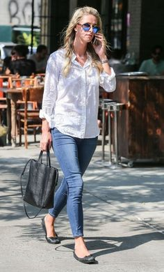 Nicky Hilton Photos: Nicky Hilton Chatting on Her Cell Phone in NYC