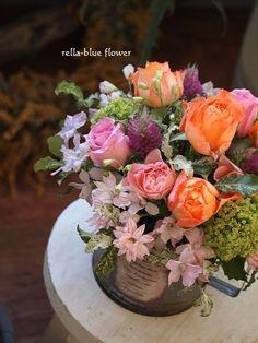 beautiful mixed rose floral arrangement