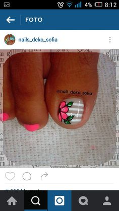 Uñas Cute Pedicure Designs, Toe Nail Designs, Pedicure Nail Art, Toe Nail Art, Purple And Pink Nails, Nail Picking, Cute Pedicures, Glow Nails, Cute Toe Nails