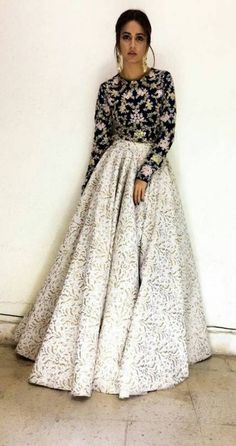Trendy Wedding Guest Winter Dress Fashion 42 Ideas Source by avineshasre dresses indian - Wedding Pakistani Dresses Casual, Indian Fashion Dresses, Indian Gowns Dresses, Dress Indian Style, Indian Designer Outfits, Designer Dresses, Dress Fashion, Fashion Fashion, Winter Fashion