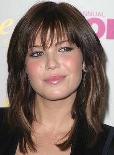 medium+hair+cuts+with+bangs   Mandy Moore's trendy style is perfect for a casual or more formal ...
