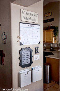 12 Home Organization Hacks is part of diy-home-decor - 1 Bathroom drawer organization Organize your bathroom drawer with this super easy and cost effective hack read here for complete information 2 DIY Command Center Never be late again for … Apartment Decoration, Simple Apartment Decor, Family Command Center, Command Centers, Command Center Kitchen, Kitchen Message Center, Family Message Center, Diy Casa, Ideias Diy