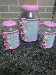 Kit com 3 potes de rosas sendo 1 gra de é 2 médios podendo a rosa ser em outra cor tbm - A5CFCB