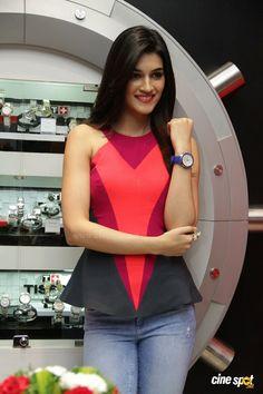 Bollywood Actress Hot Photos, Bollywood Girls, Beautiful Bollywood Actress, Beautiful Indian Actress, Bollywood Stars, Indian Celebrities, Bollywood Celebrities, Shraddha Kapoor Cute, Prity Girl