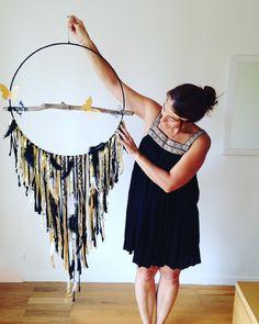 Une réalisation pour Alexandra, c'était son anniversaire le 26 Août, son amoureux m'a commandé ce grand attrape rêve de 50cm de diamètre papillon or et noir....Merci pour cette belle commande 😊❤️😀. #interieur#interior#bohemiandecor#boho#dreamcatcher#handmade#crocheting#crochet#attrapereve#showhometop5#myhome#boheme#interior4all#interior_and_living#dream_interior#homeinterieur4you#roomdetails#decoration#decoinspiration#morelovelyinterior#love