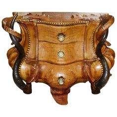 Chest of drawers horns and crocodile with real kudu and Aries horns. Real crocodile skin. Structure in noble wood and bronze finishes. Exceptional piece. Pacific Compagnie collection.
