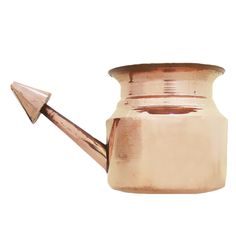 Copper Jal Neti helps in improving Memory and concentration. It is also beneficial for problems associated with the nasal and sinus. Neti has a preventative effect against head colds and sinusitis. With regular use, Neti can also cure or at least ease hay fever and pollen allergies. Buy Copper Jal Neti from Madhurya.