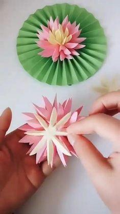 Paper Flowers Craft, Paper Crafts Origami, Diy Crafts For Gifts, Paper Crafts For Kids, Flower Crafts, Diy Flowers, Lotus Flowers, Instruções Origami, Paper Flower Tutorial
