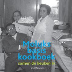 Binnen de Molukse cultuur heeft eten en koken altijd een belangrijke rol gespeeld. Nu de eerste generatie Molukkers in Nederland er bijna niet meer is om te 'leren' hoe het hoort, merk je dat er bij de jongere generatie een behoefte is om de kennis die er nog wel is te behouden en te delen. Met het delen van de recepten, de gerechten en de bereidingswijze blijft de eetcultuur behouden. Deze behoefte om te delen, zorgt voor veel verkeer om de 'de Molukse recepten' Facebook pagina. Vanuit deze…