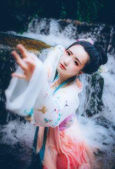 fuckyeahchinesefashion:Chinese hanfu | Tangy dynasty style |...