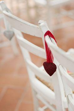 corazones en sillas
