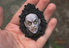Handcrafted Realistic Clayworks and Wearable Sculptures by Imge. Polymer Clay Halloween, Polymer Clay Figures, Polymer Clay Dolls, Polymer Clay Projects, Halloween Skull, Halloween Crafts, Sculpture Clay, Sculptures, Portrait