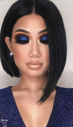 Easy Makeup Tips For Party Look Easy Makeup Tips For Party Look,Make up tips and Cosmetic We all want to look perfect at the party like perfect clothes, shoes, and accessories. But we are not able to find how to apply the perfect makeup for a party look. Blue Eye Makeup, Makeup For Brown Eyes, Glam Makeup, Hooded Eye Makeup, Beauty Makeup, Makeup For Blue Dress, Blue Eyeshadow For Brown Eyes, Navy Blue Makeup, Sultry Makeup