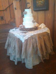 New wedding rustic cake table burlap Ideas Country Wedding Cakes, Wedding Cake Rustic, Rustic Cake, Our Wedding, Dream Wedding, Wedding Ideas, Cheap Country Wedding, Wedding Table, Wedding Shit