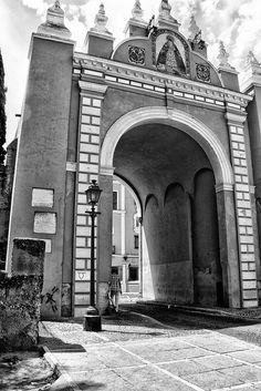 Puerta de la Macarena ( Sevilla ) España Spirited Away, Louvre, Doors, Architecture, World, Building, Travel, Seville Spain, Places