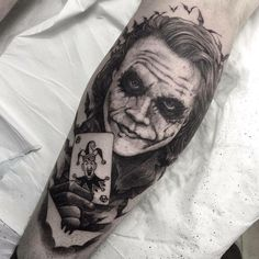 Joker tattoo is probably one of the most popular tattoos among the comic fans. People are fascinated by the Joker. Joker Tattoos, Batman Tattoo, Clown Tattoo, Symbol Tattoos, Body Art Tattoos, Girl Tattoos, Tattoos For Guys, Tattoo Avant Bras, Tattoo Photo
