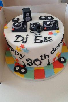 Dj cake Bolo Dj, Cupcakes, Cupcake Cakes, Cake Mix And Soda, Turntable Cake, Dj Cake, Music Cakes, Cake For Husband, Cake Decorating Piping