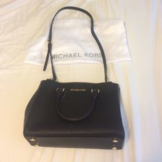 "Michael kors Sutton medium saffiano crossbody A+ condition, I've only used it once or twice because I have so many bags in my closet! This is a classic, timeless bag that will go with every outfit for every occasion! Includes dust bag (some scuffs on dust bag from storage) -100% Cow Leather  -Top Handle: 4.5""  -Adjustable Strap: 18-20""  -Interior: Two Top Zip Pockets, One Interior Zip Pocket, Three Open Pockets, One Cell Phone Pocket, One Key Fob  -13 X 9 X 5""  -Magnetic Closure MICHAEL…"