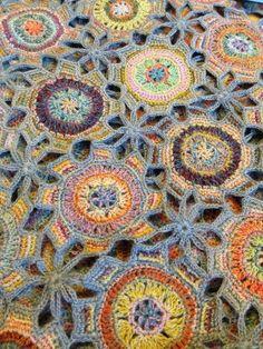 En hjemmeside med trends og en masse inspiration på om det gode gamle hæklede tæppe har en plads i det nye hjem.... Og svaret er ja ja ja