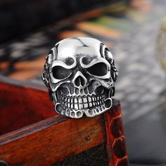 Features: Item Type: Rings Fine or Fashion: Fashion Rings Type: Wedding Bands Style: Punk Gender: Men Material: Metal Occasion: Party Metals Type: Stainless Steel Shape\pattern: Skeleton Gothic Wedding Rings, Mens Stainless Steel Rings, Gothic Rock, Punk Jewelry, Skull Head, Gothic Fashion, Vikings, Rings For Men, Rust