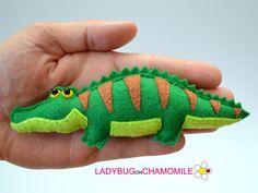 Felt CAIMAN Crocodile, stuffed felt Caiman magnet or ornament, Crococdile toy,Amazonian animals, Nursery decor, Rainforest, Alligator