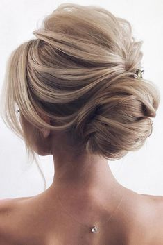 Women Hairstyles Over 40 Over 50 elegant wedding updo hairstyle ideas.Women Hairstyles Over 40 Over 50 elegant wedding updo hairstyle ideas Wedding Hairstyles For Long Hair, Wedding Hair And Makeup, Bride Hairstyles, Hair Wedding, Hairstyle Ideas, Chic Hairstyles, Vintage Hairstyles, Hair Styles Wedding Guest, Elegant Wedding Hairstyles