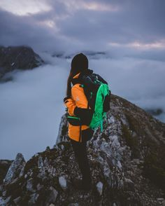 Travel to the dog's head in Tyrol with Tarah Voss, who shares all of her tips on the right luggage, the ascent route to the best hut, and the most fascinating photo spot.