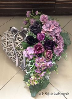 Idea Of Making Plant Pots At Home // Flower Pots From Cement Marbles // Home Decoration Ideas – Top Soop Grave Flowers, Cemetery Flowers, Funeral Flowers, All Flowers, Cemetery Decorations, Heart Decorations, Funeral Flower Arrangements, Floral Arrangements, Chocolate Flowers Bouquet