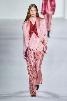 Ann Demeulemeester Fall 2019 Ready-to-Wear Fashion Show - Vogue Kids Fashion Show, Fashion Show Collection, Fashion Week, Runway Fashion, Fashion Outfits, Fashion Trends, Paris Fashion, Mens Fashion, Vogue Fashion