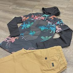 """""""A mesh T-Shirt over a mesh hoodie and chinos .. Silent kill @sears @searsstyle #fashion #mensfashion #style #ootd #streetwear #personalstylist…"""""""
