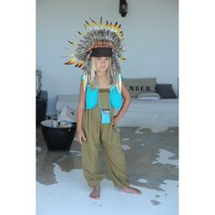 Minus the headress Pose For The Camera, Kid Rock, Little Fashionista, Love Pet, Cute Kids, Boy Or Girl, Indie, Kids Fashion, Girl Outfits