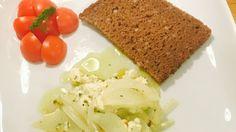 Feta und Zwiebeln in Olivenöl