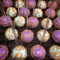 """✨ #cakepops #cakepopping #cakepopworkshop #cakepops101 #chocolate_favors_pops #instapops #instabakes #instadessert #instamania #picoftheday…"""
