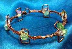Pulsera cobre y piedra colores 200,00 Bs