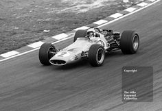 Winner Bruce McLaren, McLaren M7A/1 V8, on the way to collecting £500 for 1st…