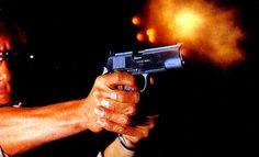 Joven Hiere A Su Madre Con La Pistola De Un Vecino