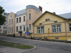 Sarjassa pienet ja intiimit kivirakennukset esimerkki Pakkarinkadulta, Turku