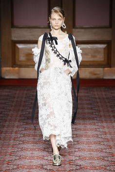 The complete Simone Rocha Fall 2018 Ready-to-Wear fashion show now on Vogue Runway.